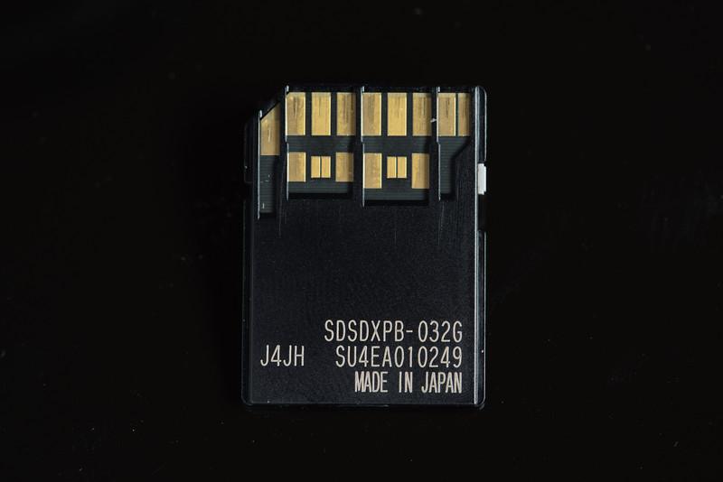 AlikGriffin_Fuji_X-T1_UHS-II_Memory_Card.jpg