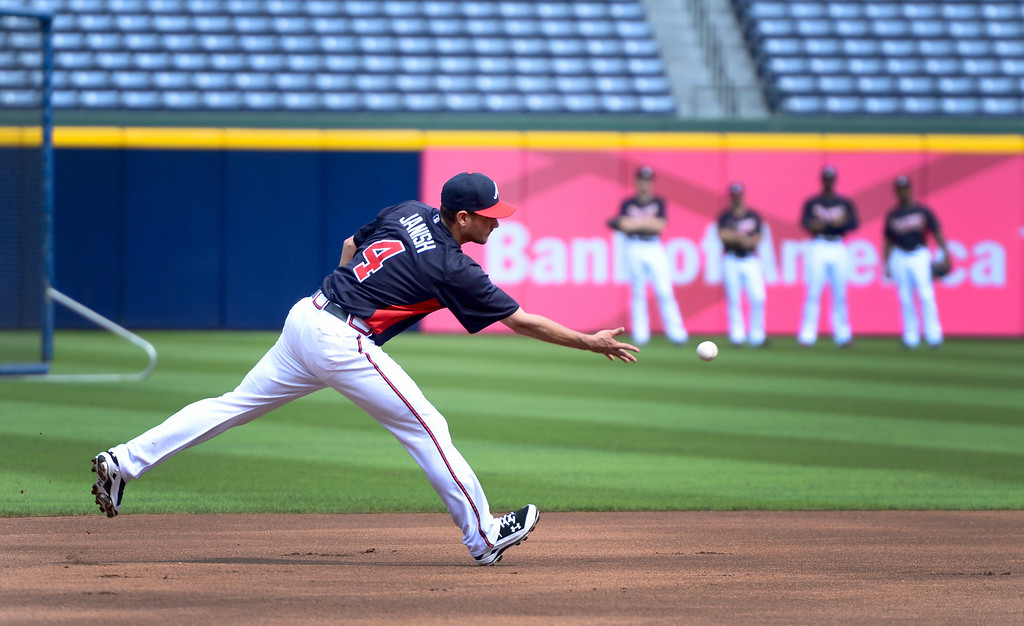 . The Atlanta Braves\' Paul Janish works out Wednesday, October 2, 2013 as they get ready for the first playoff game against the Dodgers Thursday at Turner Field in Atlanta, Georgia. (Photo by Sarah Reingewirtz/Pasadena Star- News)
