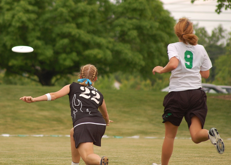 Perfect continue throw for a score from this Santa Barbara player (vs. UNCW)