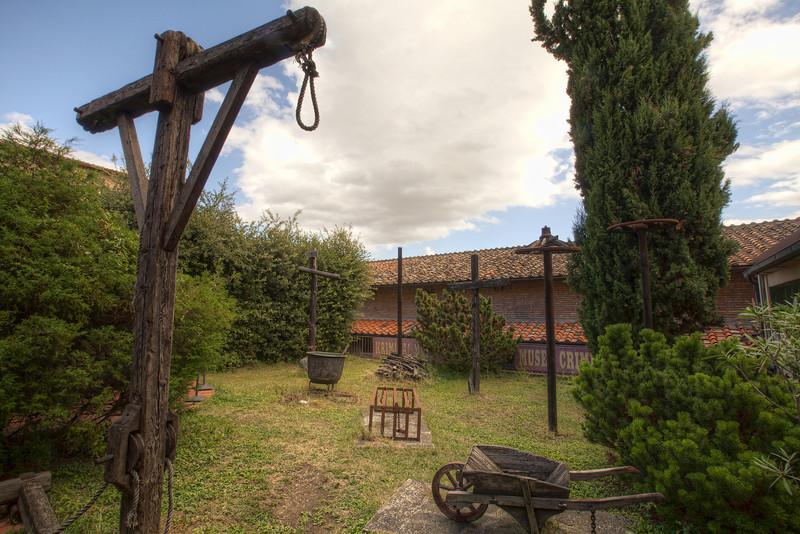 torture-museum-garden--san-gimignano.jpg