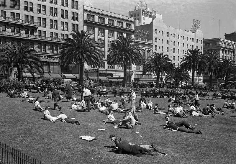 Union Square - San Francisco Chronicle - pre 1950s.jpg