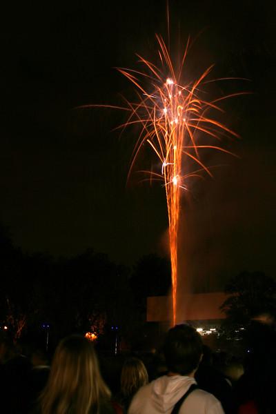 2007_1102putneyfireworks141_edited-2.JPG