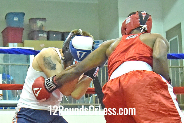 Bout 4 Dharele Davis, Red Gloves, 18 yrs, 153 lbs, MLK, Cleveland -vs- Cody Orahoske, Blue Gloves, 24 yrs, 155 lbs, Cleveland