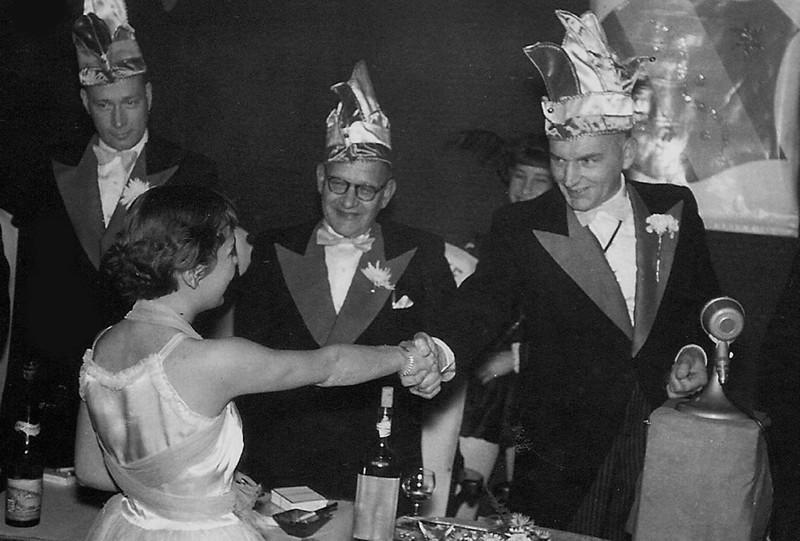 St. Anneke met van links naar rechts: Ab Keijzers, Herman Stal en President Antoon van Megen. Dame onbekend.