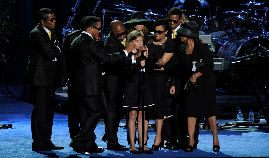 . Paris Jackson is supported by family members after speaking during US pop star Michael Jackson\'s memorial service at the Staples Center in Los Angeles, California, USA, 07 July 2009. Jackson died 25 June 2009 at the age of 50.