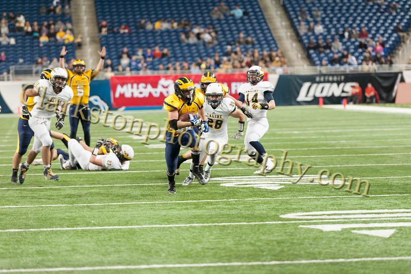 2014 Clarkston Varsity Football vs. Saline 650.jpg
