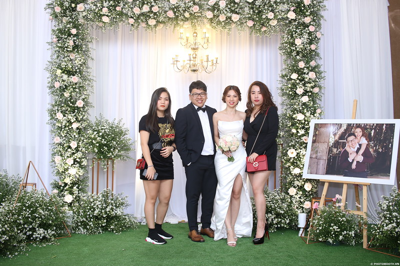 Vy-Cuong-wedding-instant-print-photo-booth-in-Bien-Hoa-Chup-hinh-lay-lien-Tiec-cuoi-tai-Bien-Hoa-WefieBox-Photobooth-Vietnam-070.jpg