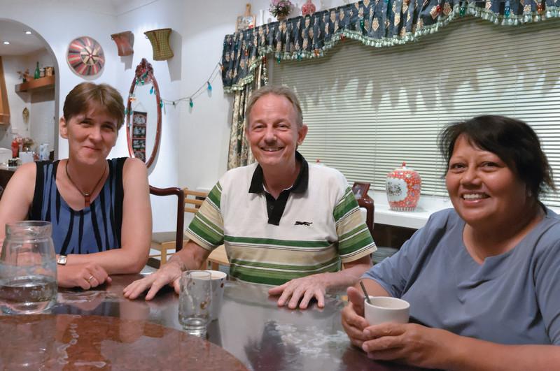 Helga mit unseren Freunden Salmah und Roloef aus Lumut.