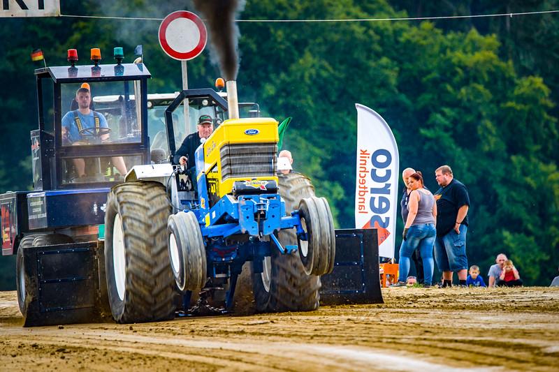 Tractor Pulling 2015-02504.jpg