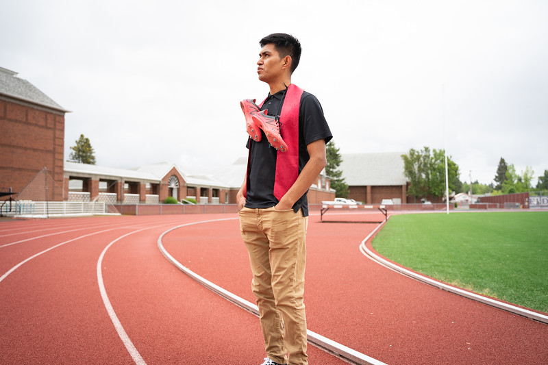1905_15_efrain_senior_pictures-03626.jpg