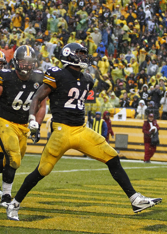 . Le\'Veon Bell #26 of the Pittsburgh Steelers celebrates after rushing for a five yard touchdown against the Cleveland Browns during the game on December 29, 2013 at Heinz Field in Pittsburgh, Pennsylvania.  (Photo by Justin K. Aller/Getty Images)