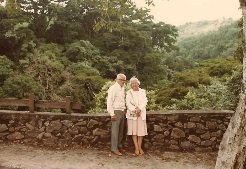 V&J_El_Salvador-1997.jpg