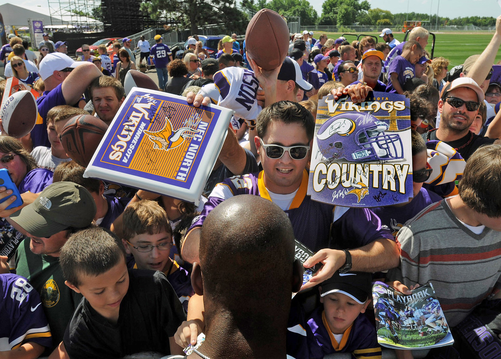 . Vikings running back Adrian Peteson handles a hoard of fans with good grace  for 30 minutes on the last day of training camp.  (Pioneer Press: Chris Polydoroff)