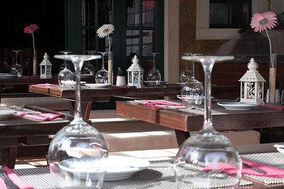 Olhos d'Agua : Chinese restaurant table settings