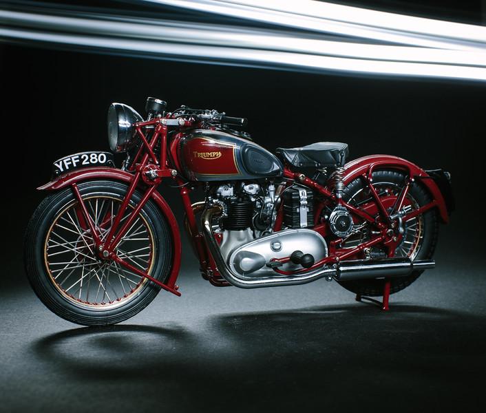IMAGE: http://alexander-gardner.smugmug.com/Product/110-Triumph-Speed-Twin-Model/i-t9r27Cm/0/L/alexandergardner20120929-L.jpg
