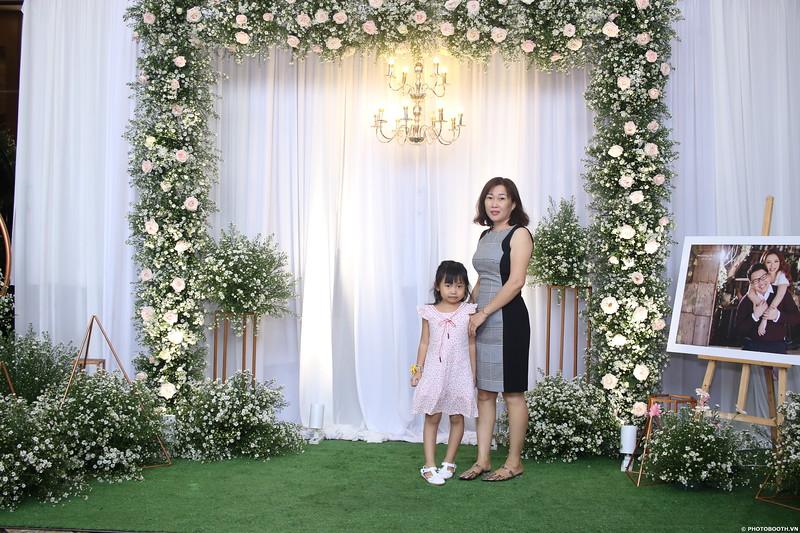 Vy-Cuong-wedding-instant-print-photo-booth-in-Bien-Hoa-Chup-hinh-lay-lien-Tiec-cuoi-tai-Bien-Hoa-WefieBox-Photobooth-Vietnam-041.jpg