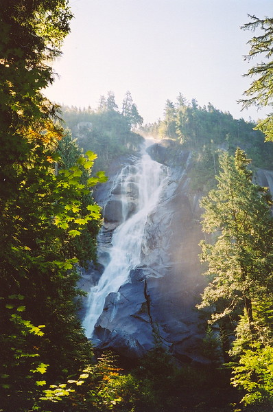 Shannon Falls is a huge draw. Buses and small tour companies stop here for usually no more than 15 - 20 minutes. We will have a private tour and at least 40 minutes to hike up the trail to near the top of the falls (2005).