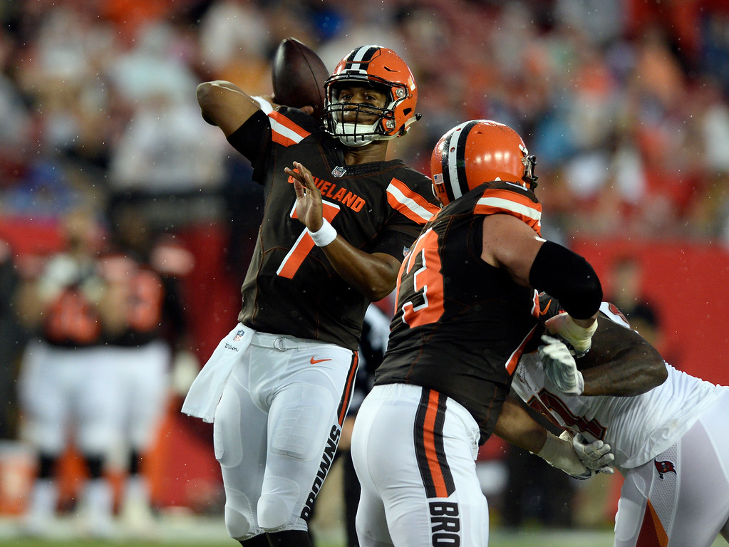 . Cleveland Browns quarterback DeShone Kizer (7) throws a pass against the Tampa Bay Buccaneers during the first quarter of an NFL preseason football game Saturday, Aug. 26, 2017, in Tampa, Fla. (AP Photo/Jason Behnken)