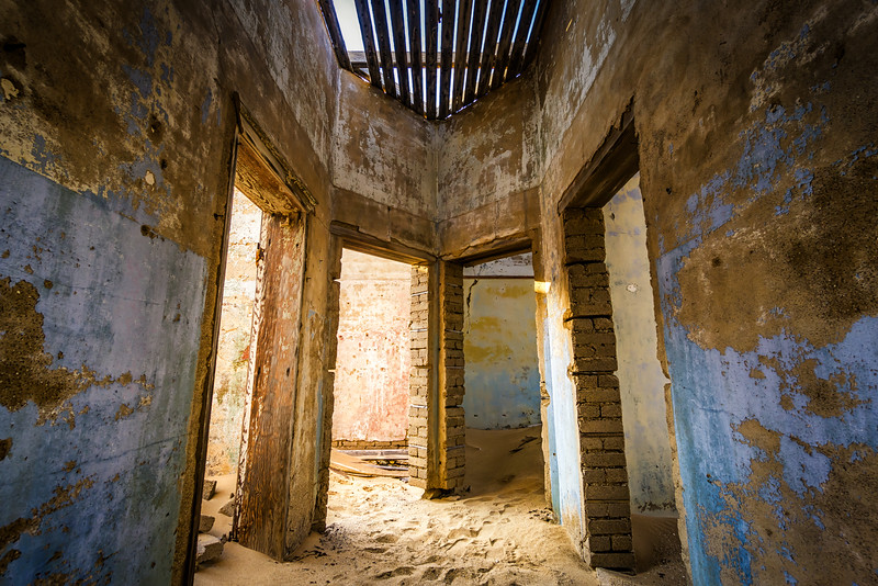 empty-rooms-kolmanskop-namibia.jpg