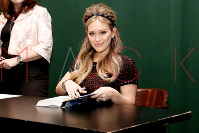 """New York, NY - October 10:  Hilary Duff Signs Copies Of """"Devoted"""", New York, USA."""