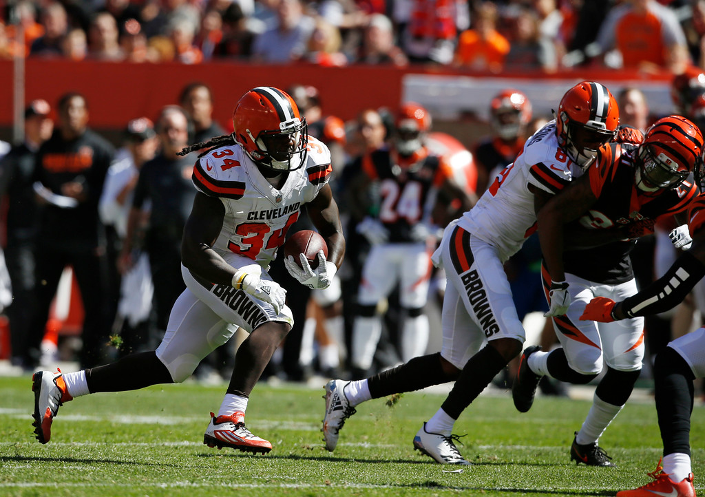 . Cleveland Browns running back Isaiah Crowell (34) runs the ball against the Cincinnati Bengals in the first half of an NFL football game, Sunday, Oct. 1, 2017, in Cleveland. (AP Photo/Ron Schwane)