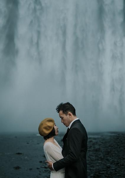 Tu-Nguyen-Destination-Wedding-Photographer-Iceland-Elopement-Fjaðrárgljúfur-16-167a-3a.jpg