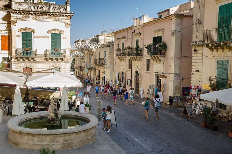 Noto main street