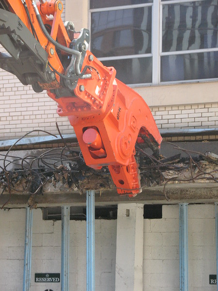 NPK U21JR concrete pulverizer on Hitachi excavator-commercial demolition (9).JPG