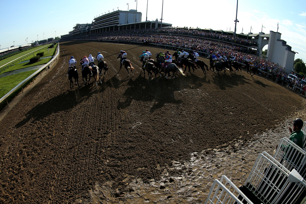 . The field breaks from the starting gate during the 142nd running of the Kentucky Derby at Churchill Downs on May 07, 2016 in Louisville, Kentucky.  (Photo by Andy Lyons/Getty Images)