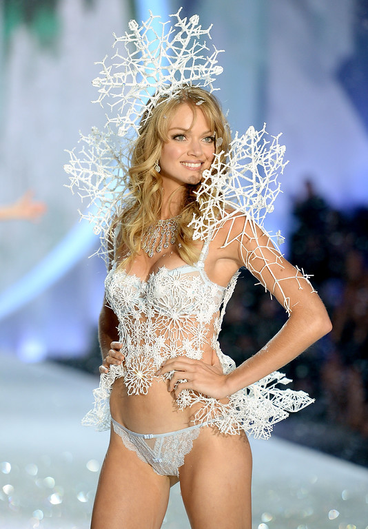 . Model Lindsay Ellingson walks the runway at the 2013 Victoria\'s Secret Fashion Show at Lexington Avenue Armory on November 13, 2013 in New York City.  (Photo by Dimitrios Kambouris/Getty Images for Victoria\'s Secret)