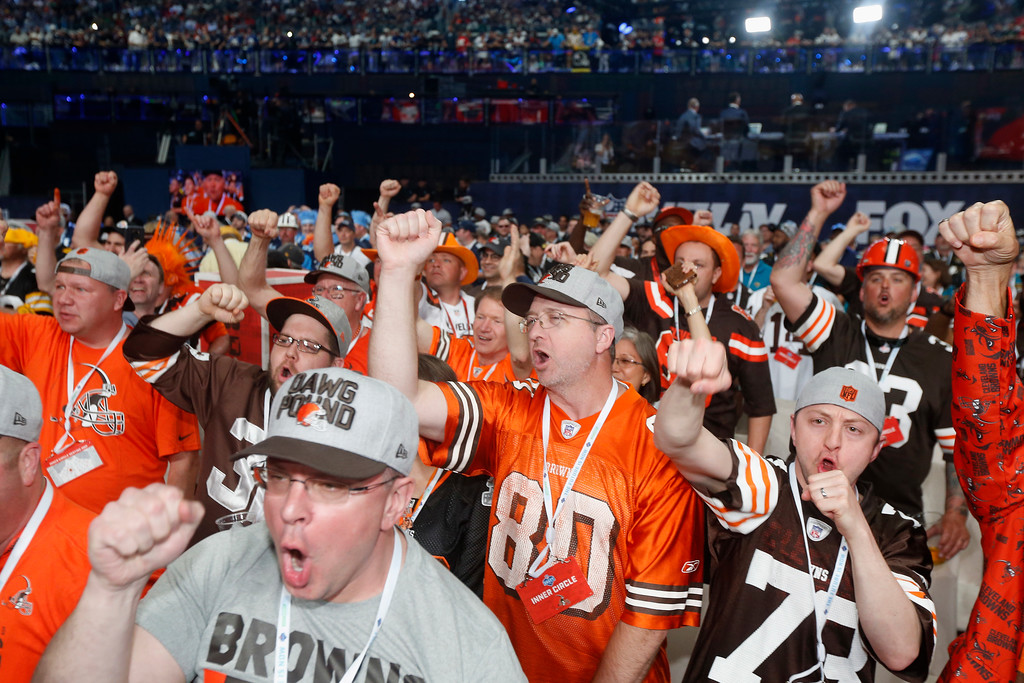 . Cleveland Browns fans cheer during the first round of the NFL football draft, Thursday, April 26, 2018, in Arlington, Texas. (AP Photo/Michael Ainsworth)