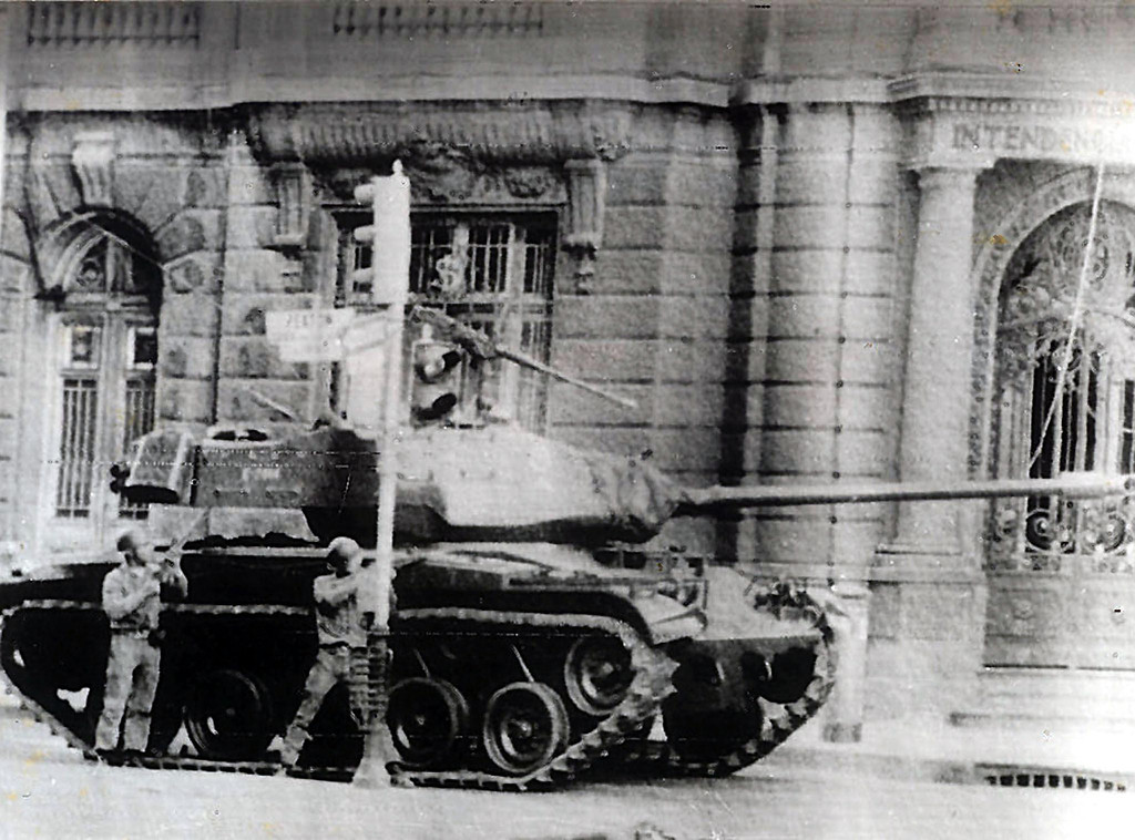 . Chilean Army troops fire on the La Moneda Palace on September 11, 1973 in Santiago, during the military coup led by General Augusto Pinochet which overthrew Chilean constitutional president Salvador Allende, who died in the attack on the palace.      AFP PHOTO/ARCHIVO PRENSA LATINAHO/AFP/Getty Images