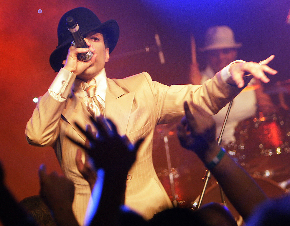". U.S. pop maverick Prince performs early 17 July 2007 during a jam session after his sold out concert at the 41th edition of the Montreux Jazz Festival. Prince\'s new album ""Planet Earth\"" is due to go on sale next week.  (Photo by FABRICE COFFRINI/AFP/Getty Images)"