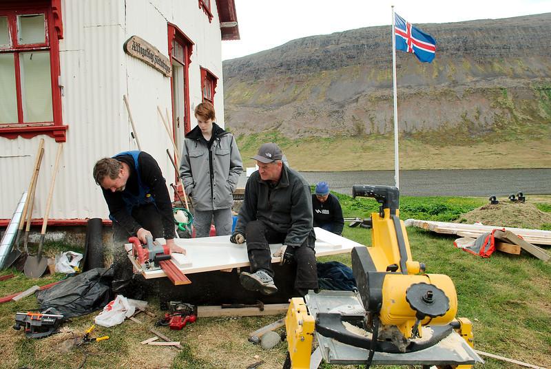 Tekið af hurðinni. Stefán, Sindri, Gunnar og Inga.
