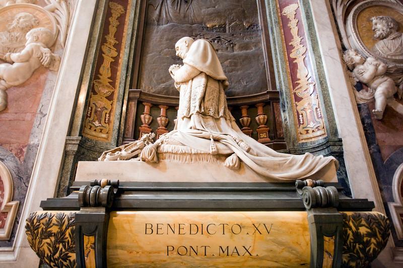 Pope Benedict XV monument, by Pietro Canonica (1928), Saint Peter's basilica, Vatican