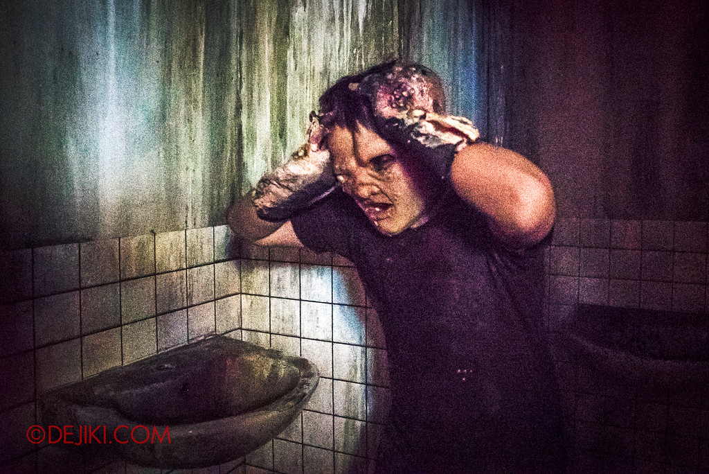 Halloween Horror Nights 6 - Hawker Centre Massacre / headache mutant in toilet