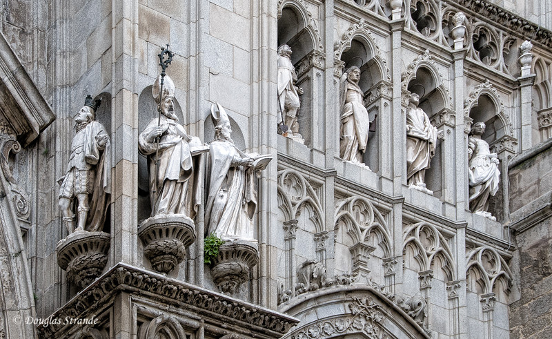 Wed 3/09 in Toledo: Exterior statuary on the Toledo Cathedral