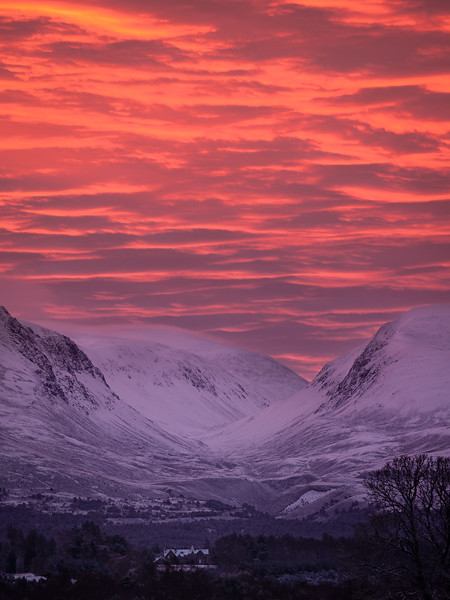 sunrise Lairig Ghru-1.jpg