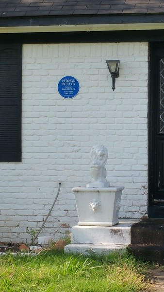 Plaque marking Vernon having lived here