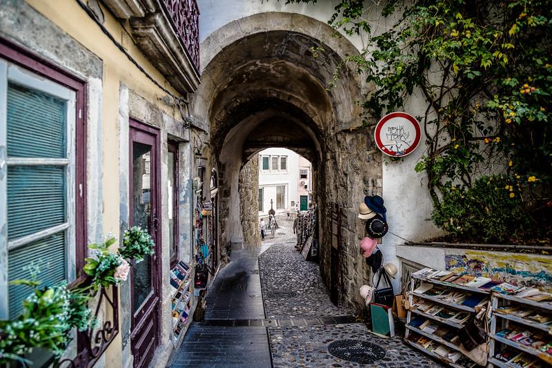 Lisboa- Street - 34 (1 of 1).jpg