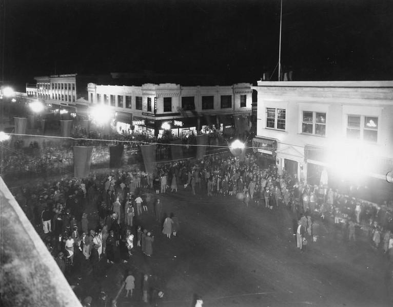 Anaheim-HalloweenParade-1928.jpg
