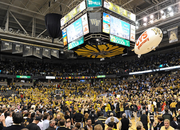 Fans storm court.jpg