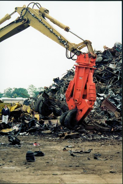 NPK M38K demolition shear on Cat excavator-C&D recycling (11).JPG