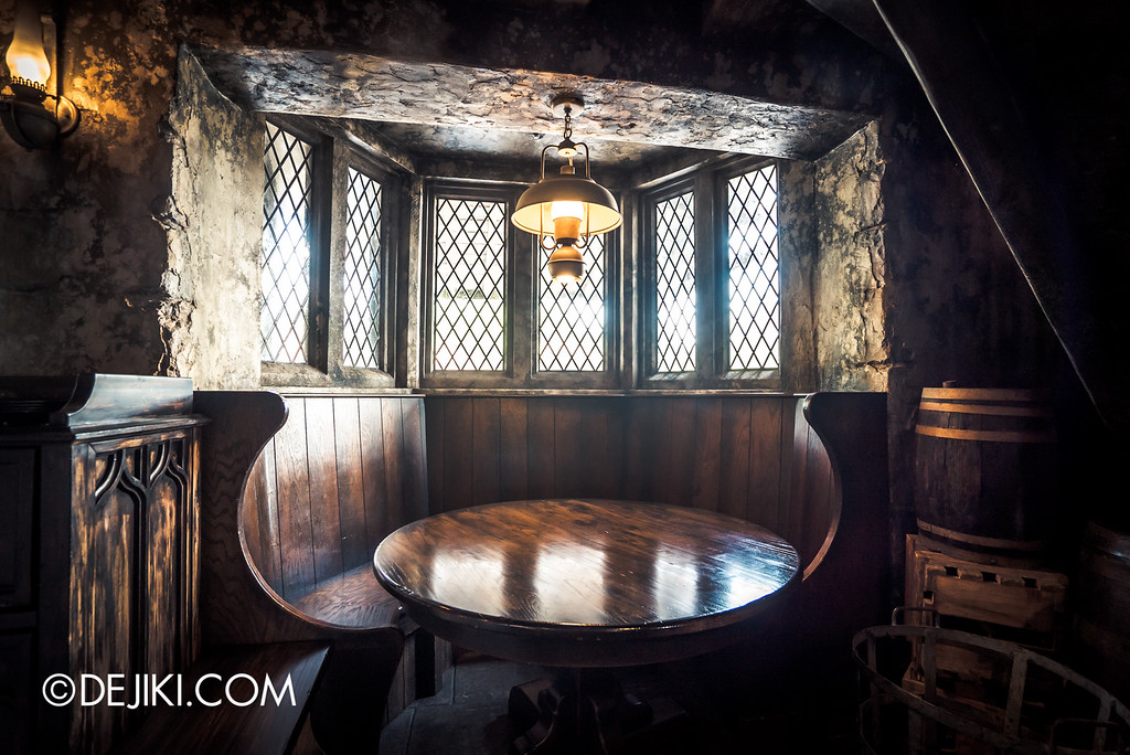 Universal Studios Japan - The Wizarding World of Harry Potter - Three Broomsticks restaurant, Hog's Head quiet booth