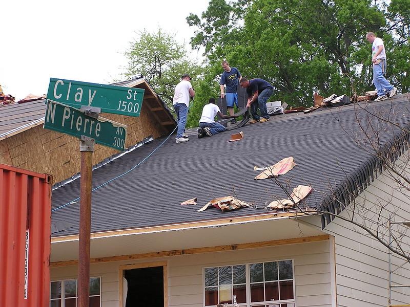 Roofing 4-1-06 001.jpg