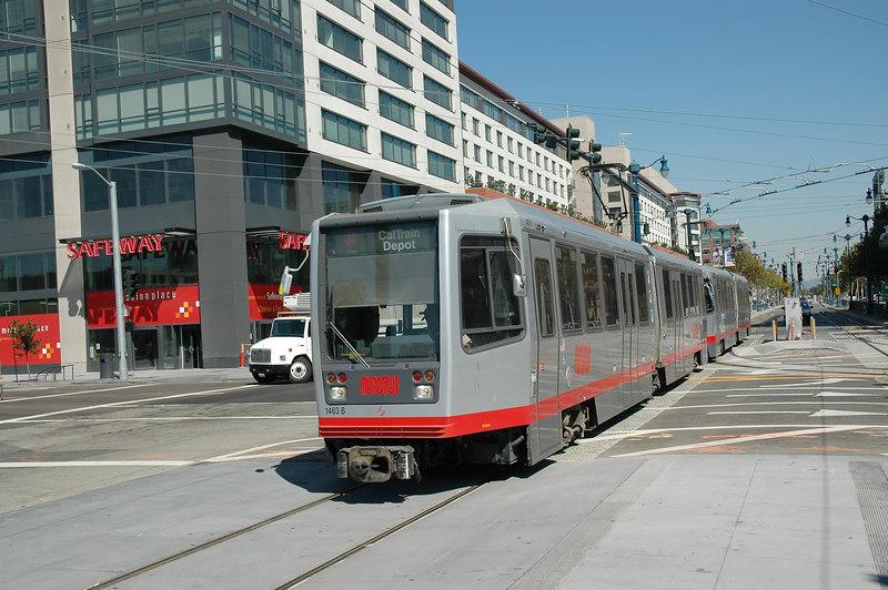 Caltrain進SF市區的終點站旁就有MUNI(舊金山主要的地鐵及公車運輸系統)的N線可以接駁,總算有好看一點的車子了。不過我大部分還是坐公車比較多。