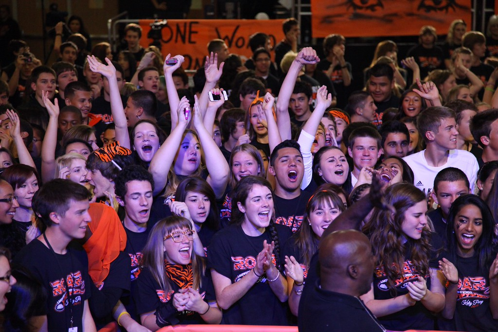 . Katy Perry performed inside the gymnasium at Lakewood High School Friday morning. (Photo by 7News/James Dougherty)