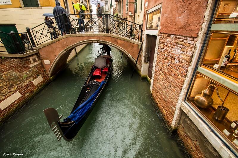 גונדולה בגשם גשר.jpg