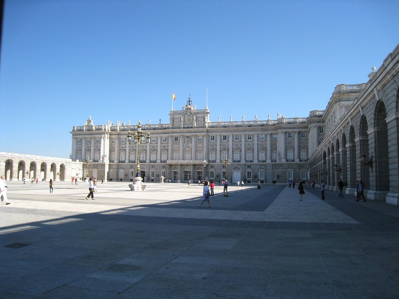 palacio real courtyard