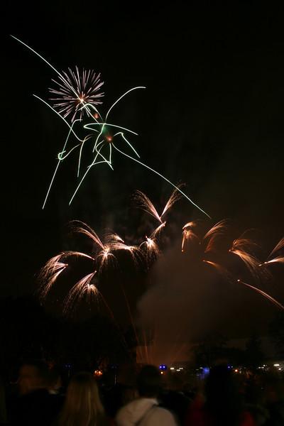 2007_1102putneyfireworks149_edited-1.JPG